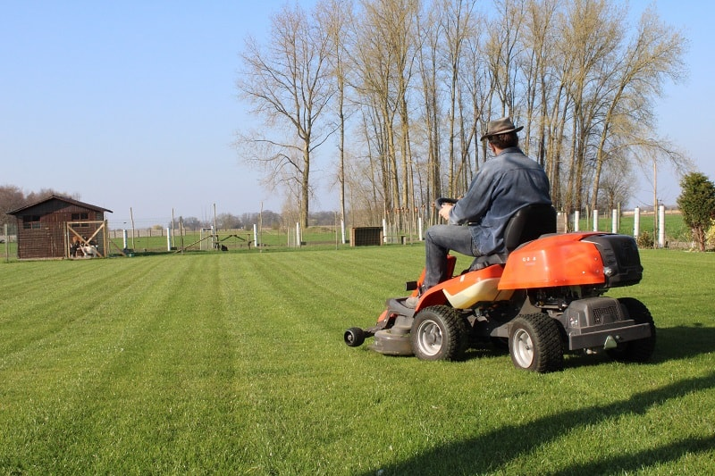 When To Stop Mowing Lawn In Fall